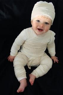 http://1.bp.blogspot.com/-bG7qb7y7OYg/ViZQ7bLv3kI/AAAAAAAAAVc/hli_KF7aI68/s320/halloween-mummy-baby-web.jpg