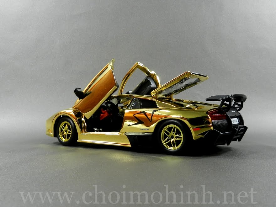 Gold Lamborghini Murcielago LP670-4 SV 1:24 Speedy door