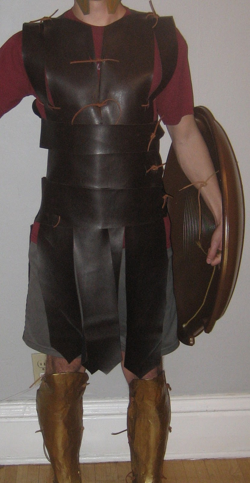 Chuck does art diy spartan hoplite costume how to make a faux chuck does art diy spartan hoplite costume how to make a faux leather linothorax inspired by gladiator costume no sewing required solutioingenieria Gallery
