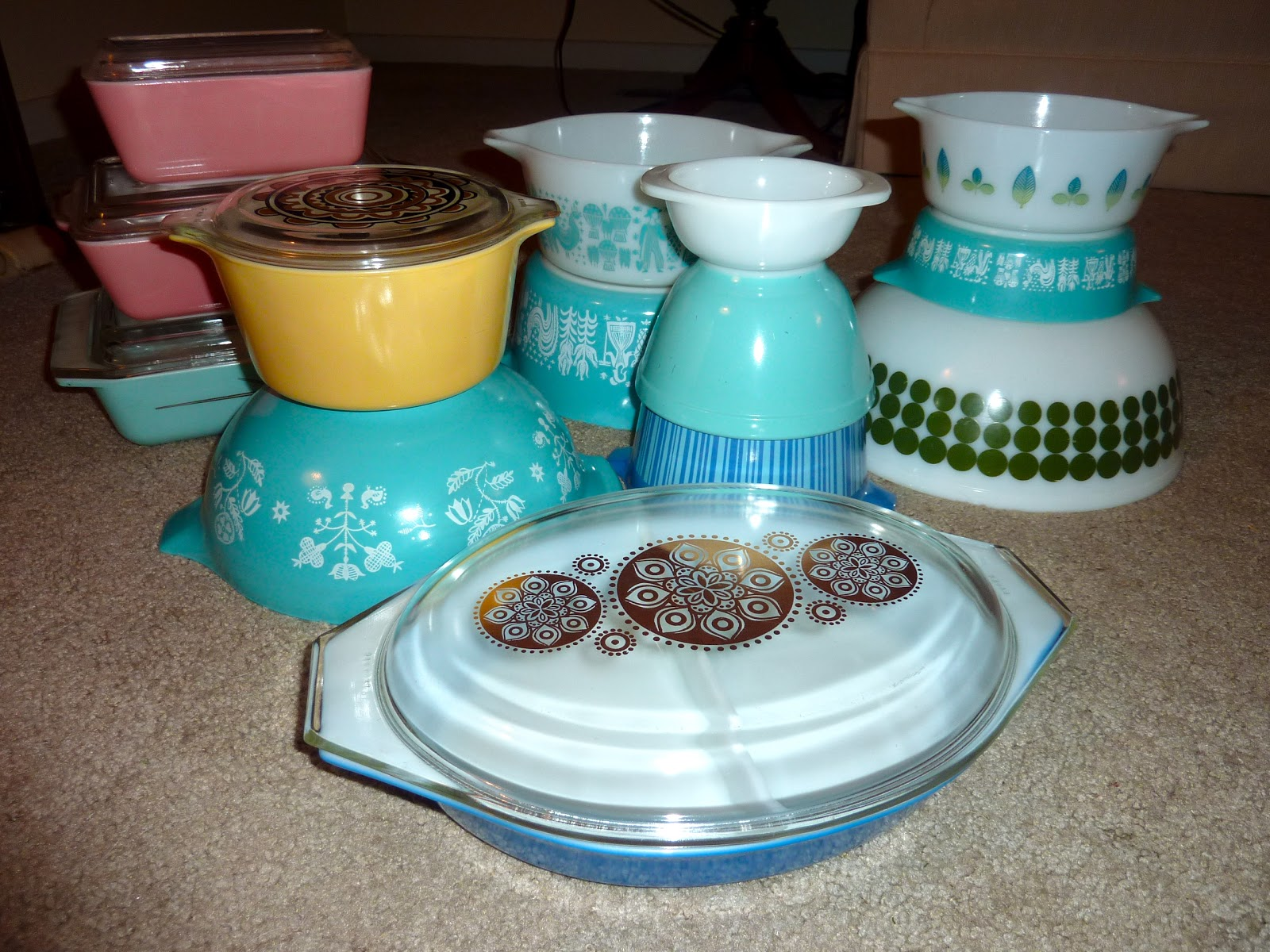 So when I was also not finding any good Pyrex I was naturally feeling a little seasonally affected. Luckily a Craigslist check changed that real quick! & Pyrex Collective III: It\u0027s Raining Pyrex!