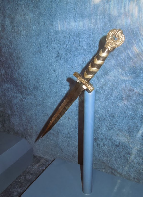 Loki dagger movie prop Thor Dark World