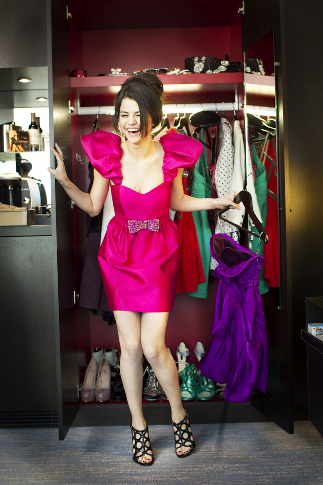 Gomez Selena stylish in pink