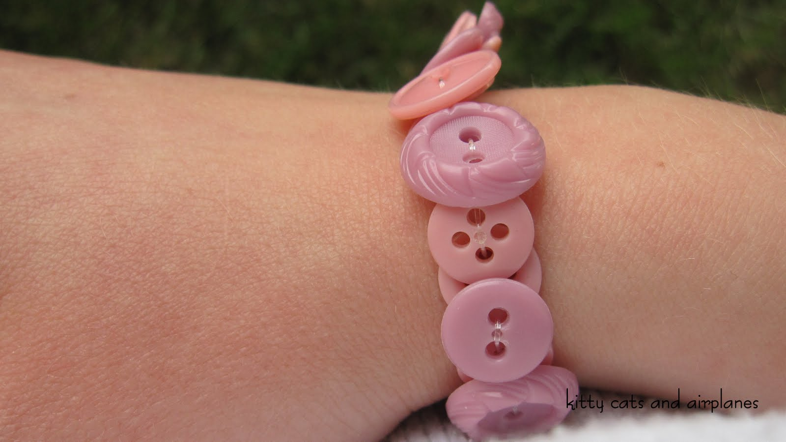 how to make button bracelets on elastic