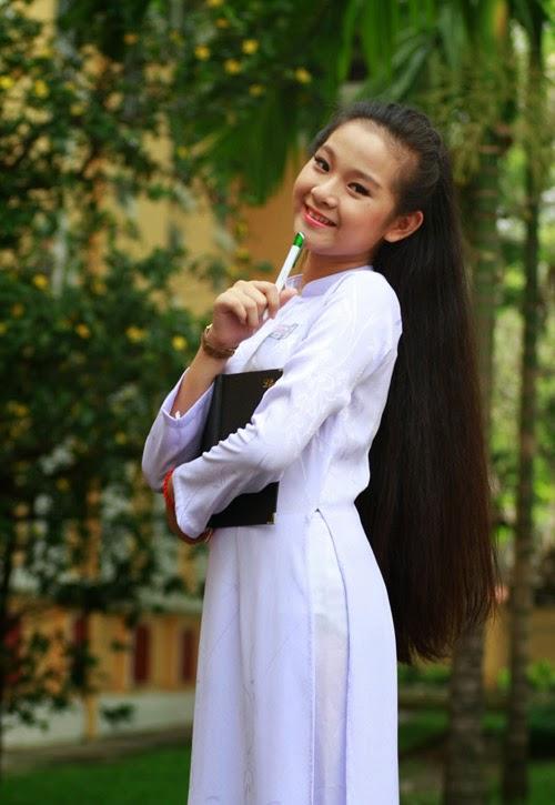 Diễn viên nhí Tam Triều Dâng xinh xắn với áo dài 16