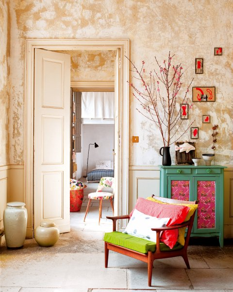 Mix and chic home tour a cheery and cozy apartment in for Salon myriam k