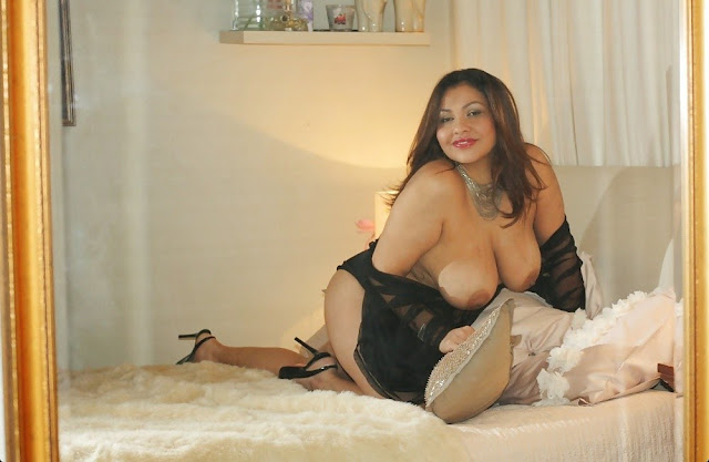 aunty huge breasts removes pussy show   nudesibhabhi.com