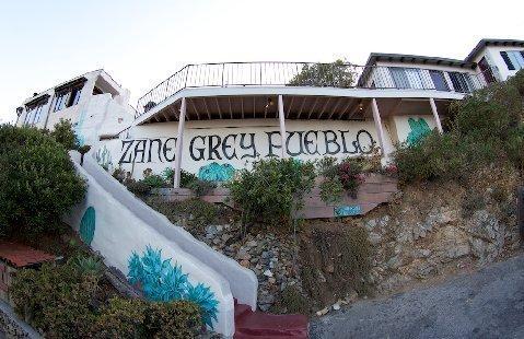 http://1.bp.blogspot.com/-bHsFEFY7eMc/TyfzGonERQI/AAAAAAAARt4/9jKKsr1HaDg/s1600/zane_grey_hotel_catalina_islandMA28934425-0015.jpg