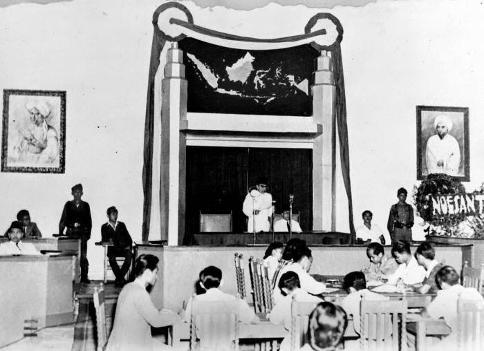Pada pukul 10 pagi 25 Februari 1947, Presiden Sukarno membuka sidang pleno ke-5 KNIP, di Malang