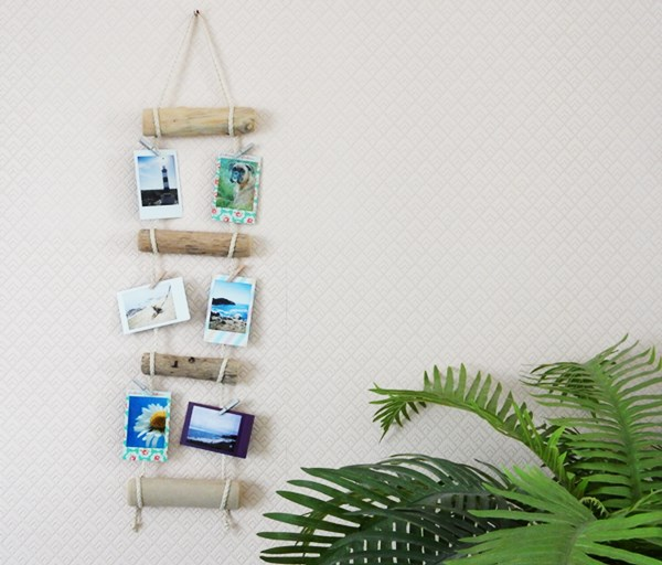 Diy porte photos en bois flott caro dels blog diy for Decor mural bois flotte