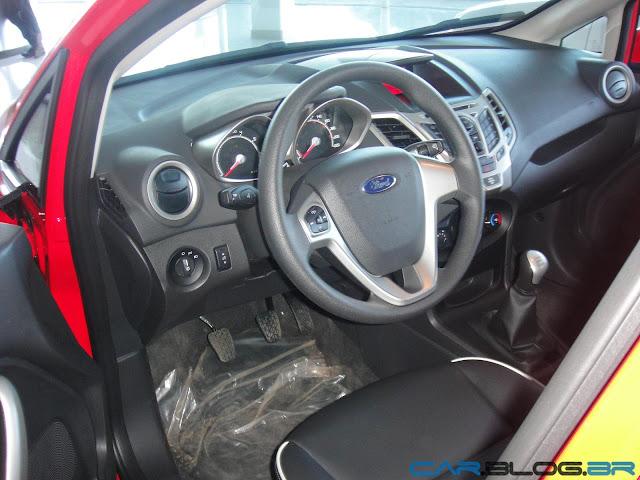 Ford New Fiesta Hatch 2013 SE - posição de dirigir