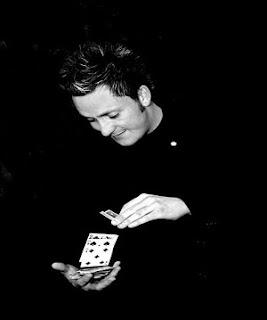 trik sulap kartu kecepatan tangan