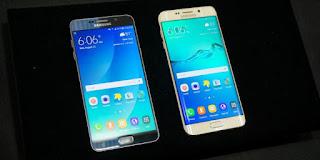 Samsung Galaxy Note 5 (kiri) dan Samsung Galaxy S6 Edge Plus (Kompas Tekno)