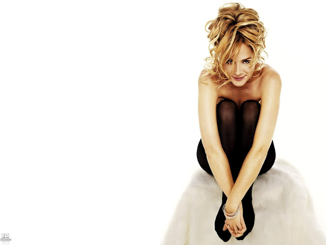 Actress Kim Cattrall HD Wallpaper