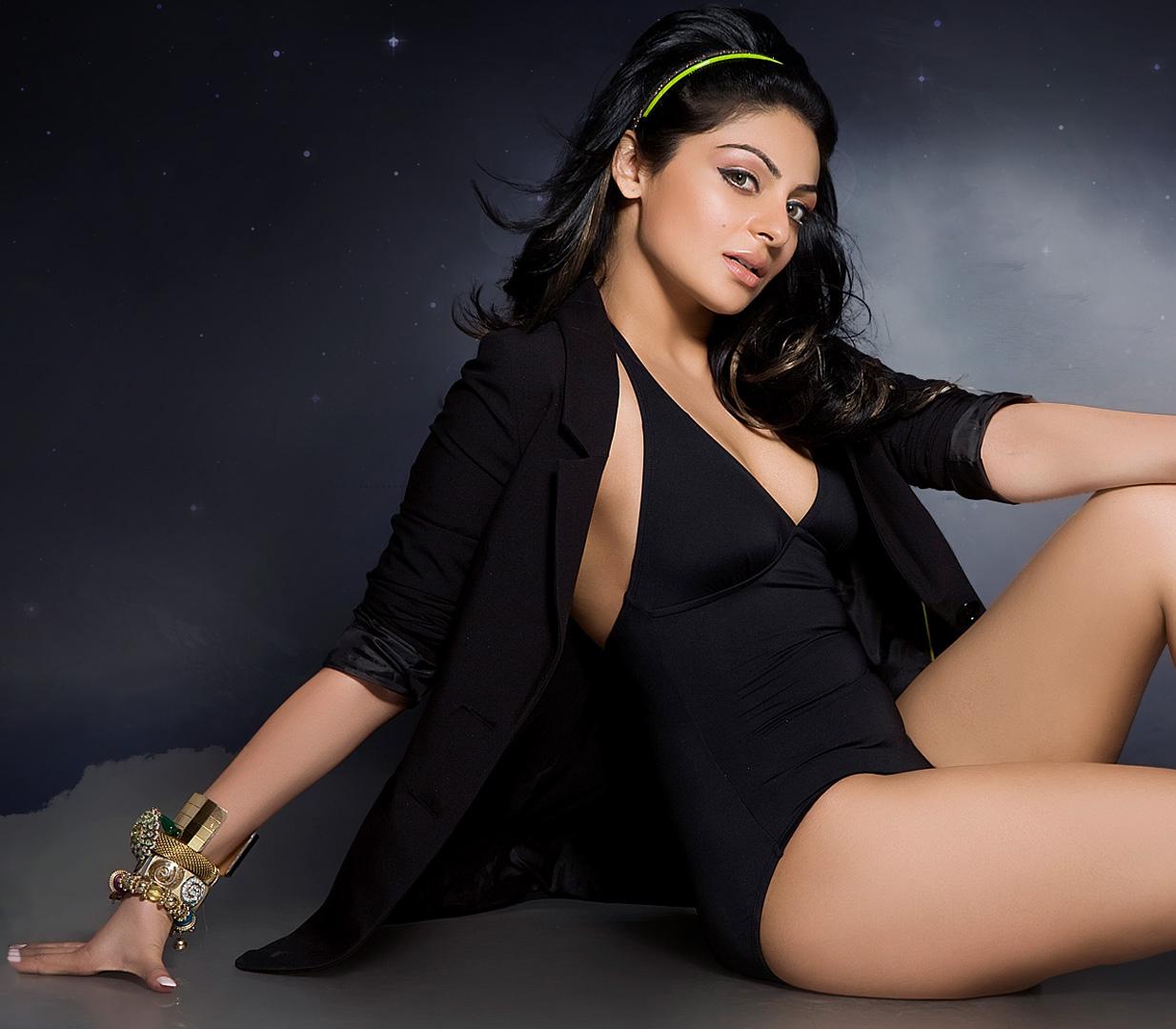 Neeru Bajwa Hot Kiss