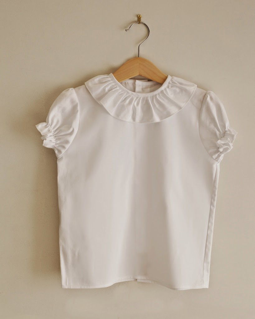 http://www.lapeki.es/primavera-verano-2015/nina/camisas/camisa-blanca-manga-corta-detalle