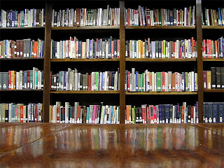 rak perpustakaan sekolah