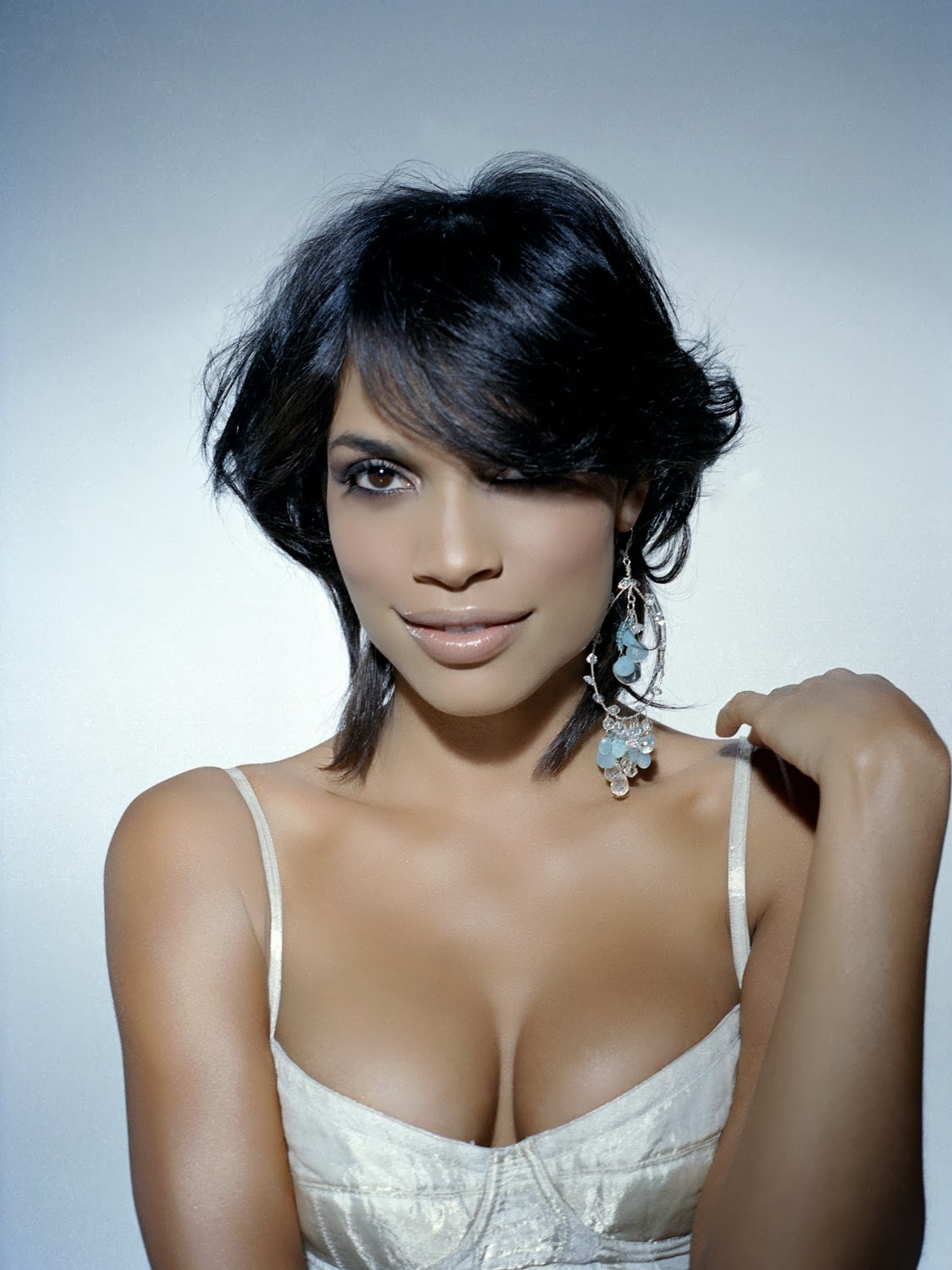 Actress Rosario Dawson Sultry Lingerie Photoshoot Pics