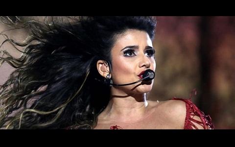 Paula Fernandes revoltada rebate crítica por falta de público em show