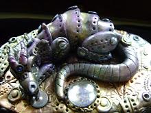 non un semplice drago..e nemmeno un semplice portagioie..