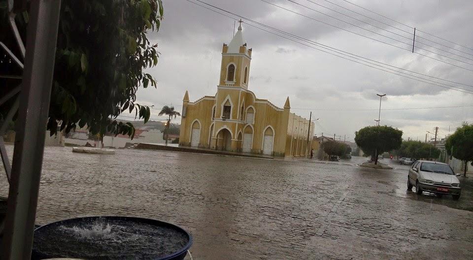 Resultado de imagem para fotos de chuva na cidade de ouro branco rn