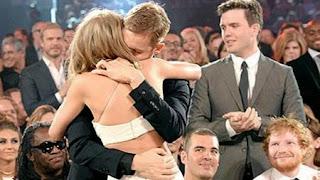 Foto Taylor Swift dan Calvin Harris Berciuman Bibir di Depan Publik