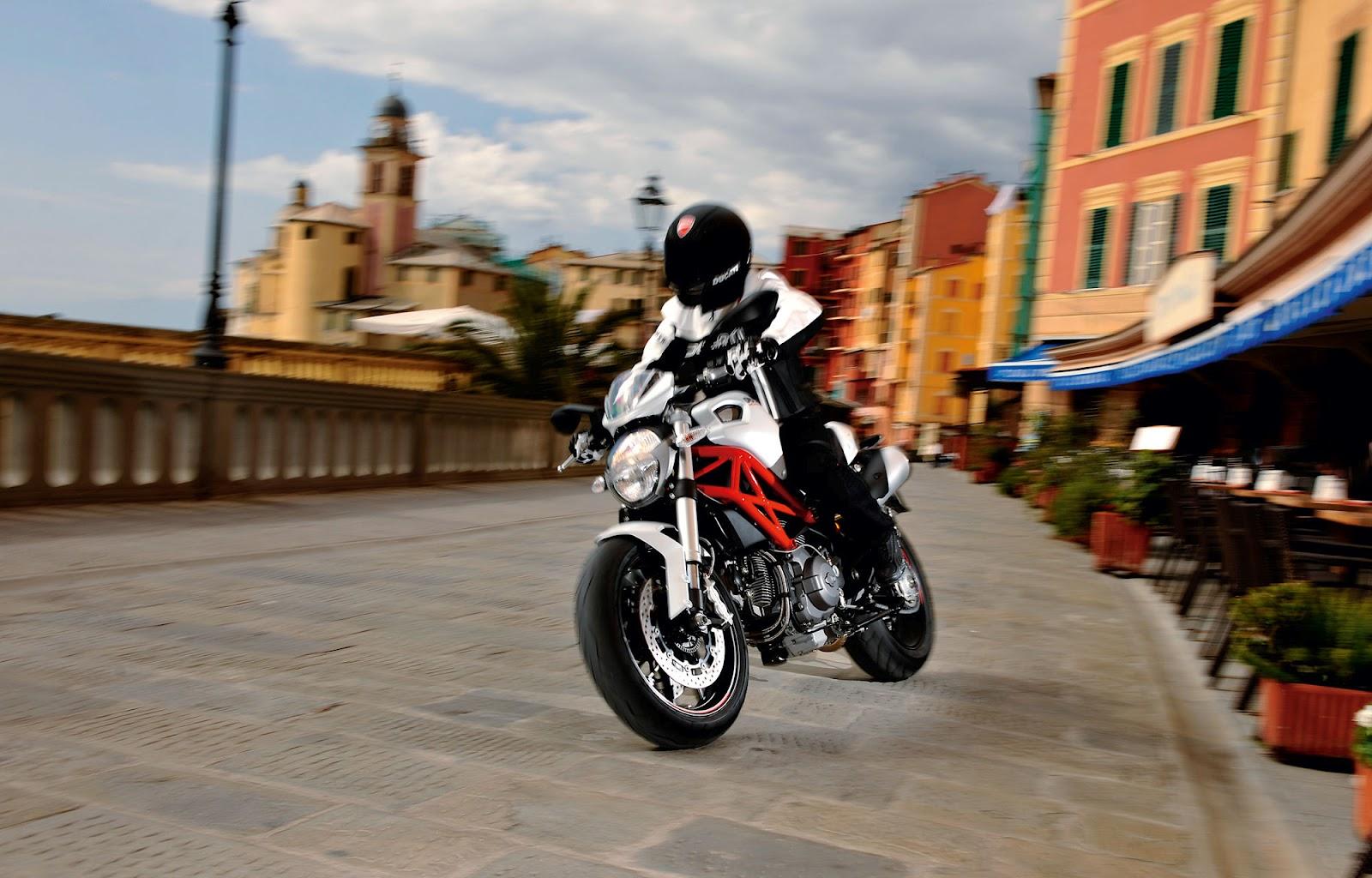 http://1.bp.blogspot.com/-bKltmB3Df70/T0o2Xhe9NJI/AAAAAAAABYs/0f-_ty46WBQ/s1600/2012+Ducati+Monster+796+-+7.jpg