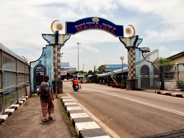Passer la frontière à Songai Kolok - Frontière