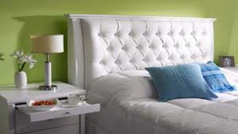 en la cama en el silln sobre banquetas antiguas o sobre el suelo los cojines tapizados con capiton se ven lindos dicen que el capiton es mejor