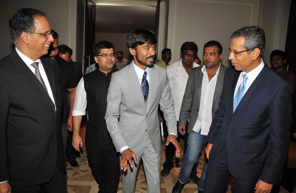 Dhanush at Idea film fare awards-HQ-Photo-12