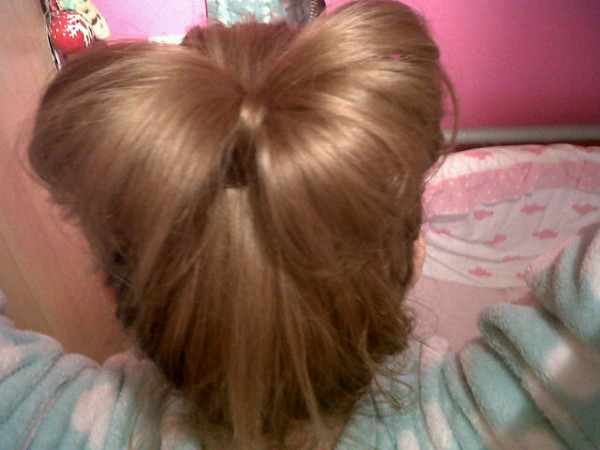 Hotd hair bow pollypocket writes its not the nest qulity picture because i dont have a camera atm but i loved how my bow turned out and how easy it was to do urmus Choice Image