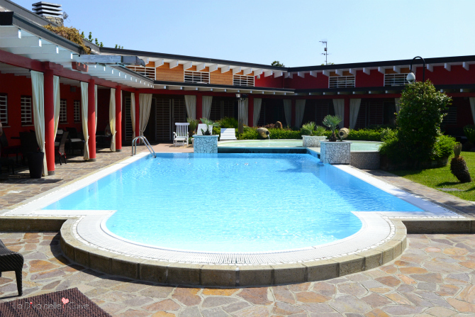 piscina esterna di villa ori a padova