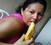 A tu mamá le gusta comer banana