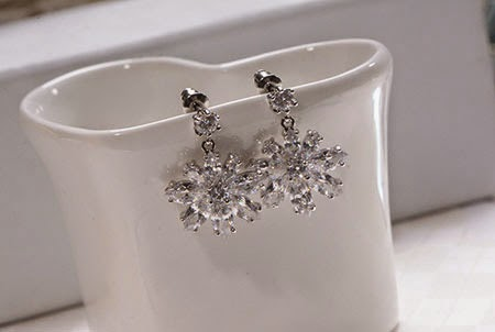 Exquisite zircon diamond snowflake earrings fashion style jewelry