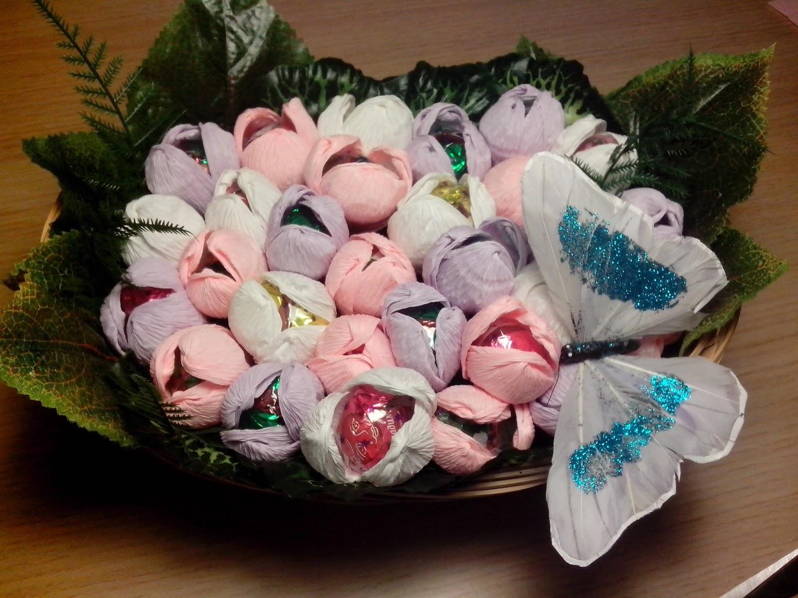 Как сделать букет из гофрированной бумаги своими руками с конфетами