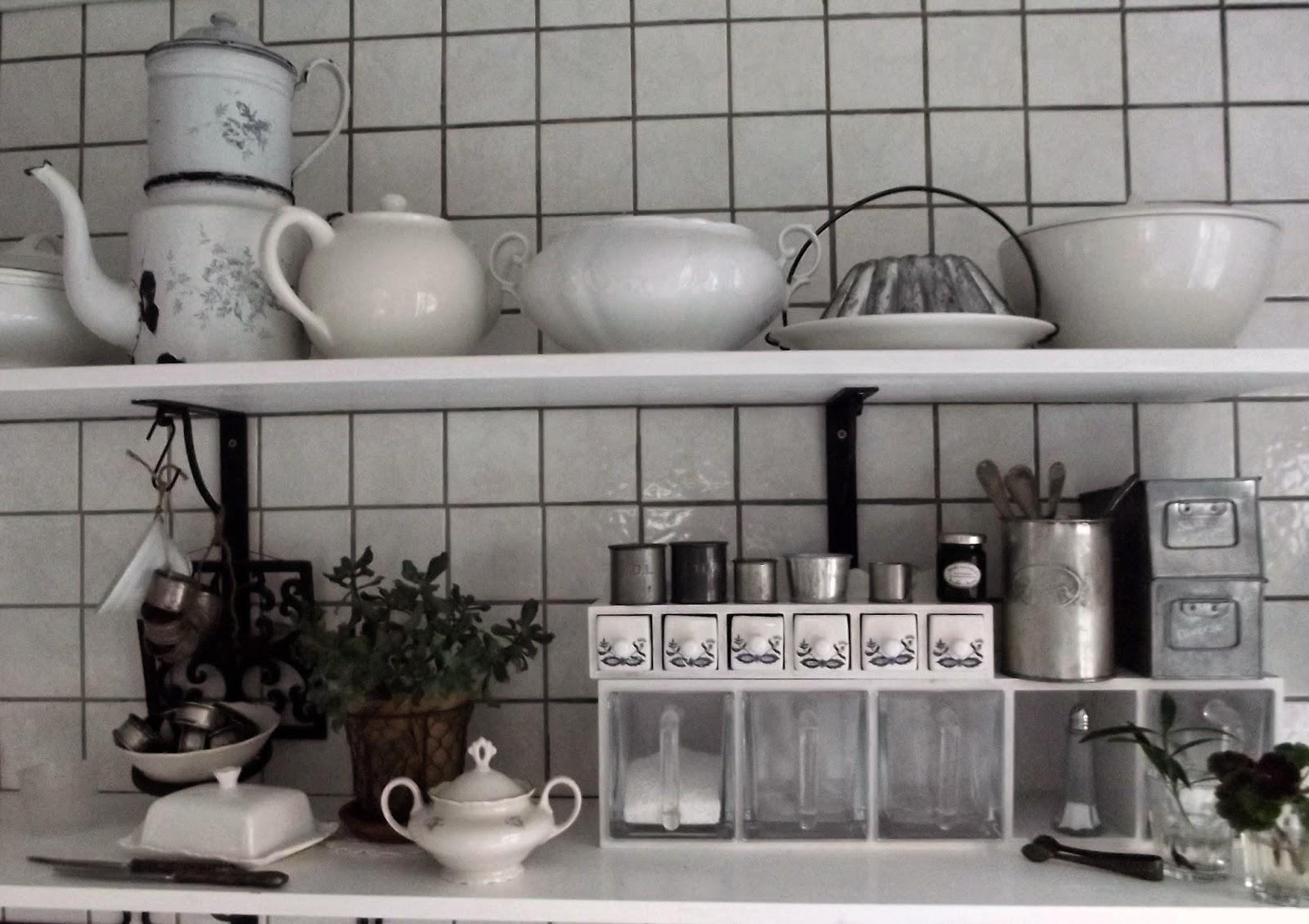 Änglarnas hus   vintage in romantic style: lantligt, vitt kök ...