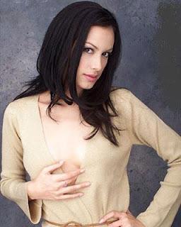 Sophia Latjuba Payudara Seksi