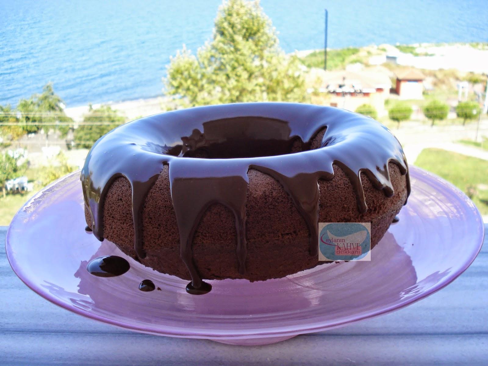 Kakaolu ve bademli kek , bademli kek nasıl yapılır ? Pakmaya çikolatalı sos