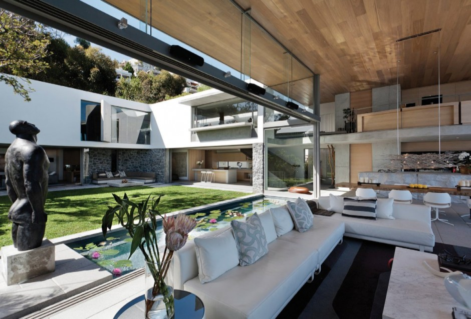 World of architecture modern home for the lucky one de for Interior designs south africa