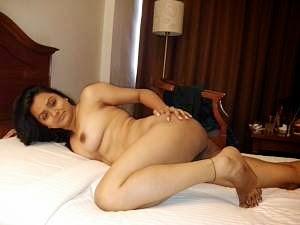 Woman big bubble butt naked