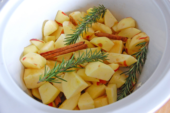 slow cooker rosemary applesauce
