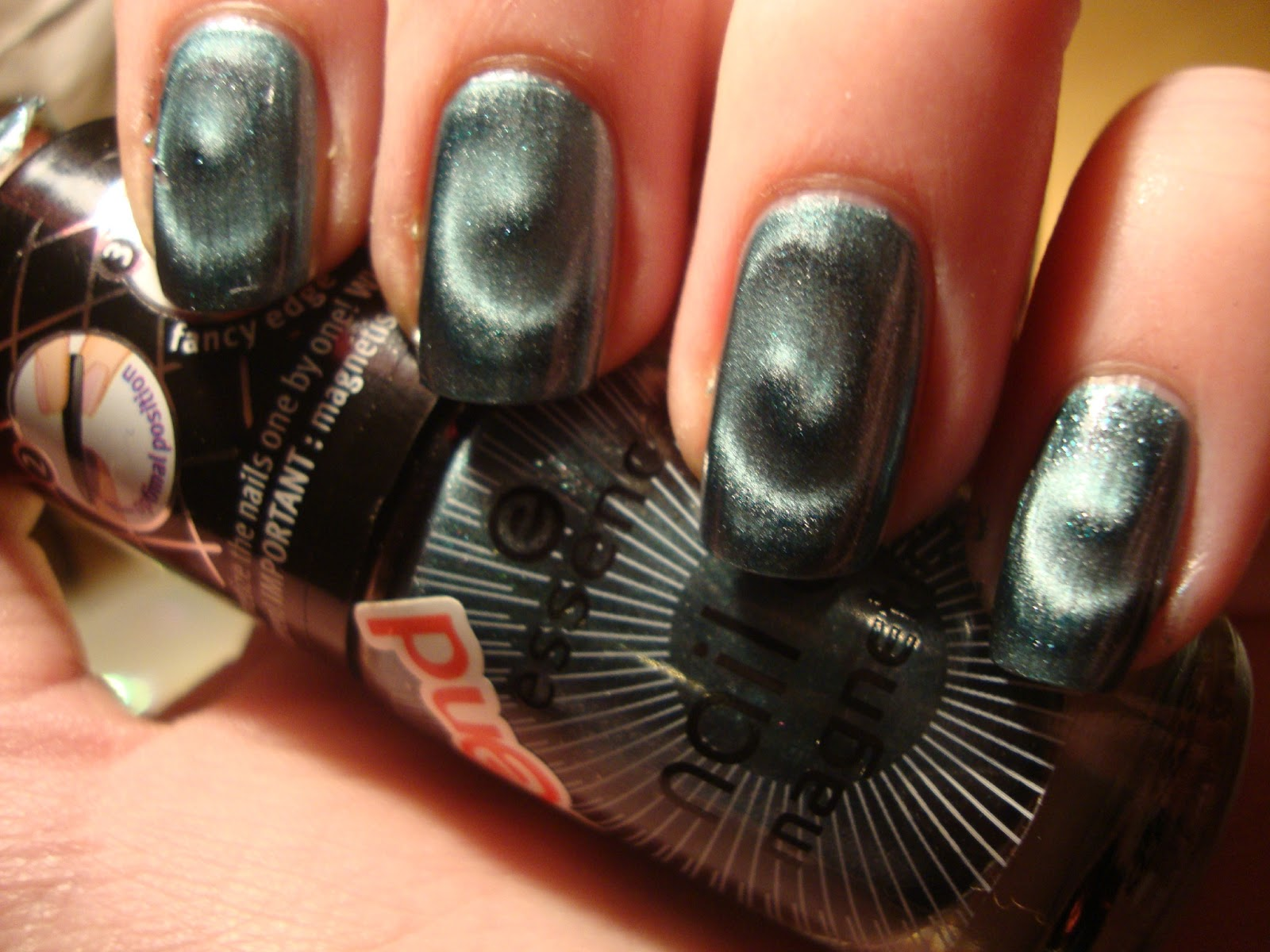 l\'Ongleterre: Magnetic nail spirals with new Essence stuff :D