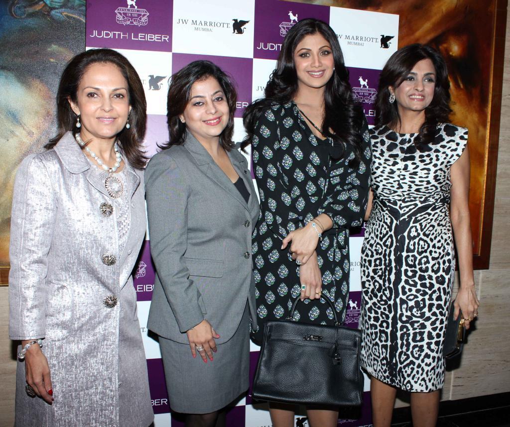 Shilpa Shetty launches Handbags! Shilpa-Shetty-At-The-Judith-Leiber-Launch-Of-Handbags-2