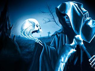 смерть в руках держит череп