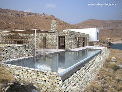 Casa de piedra semi-enterrada estilo Contemporáneo en Grecia