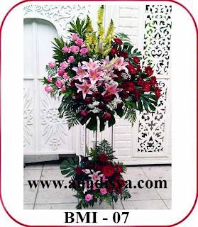 rangkaian bunga perayaan imlek