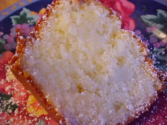 Gâteau couronne au rhum, à la noix de coco et au chocolat blanc