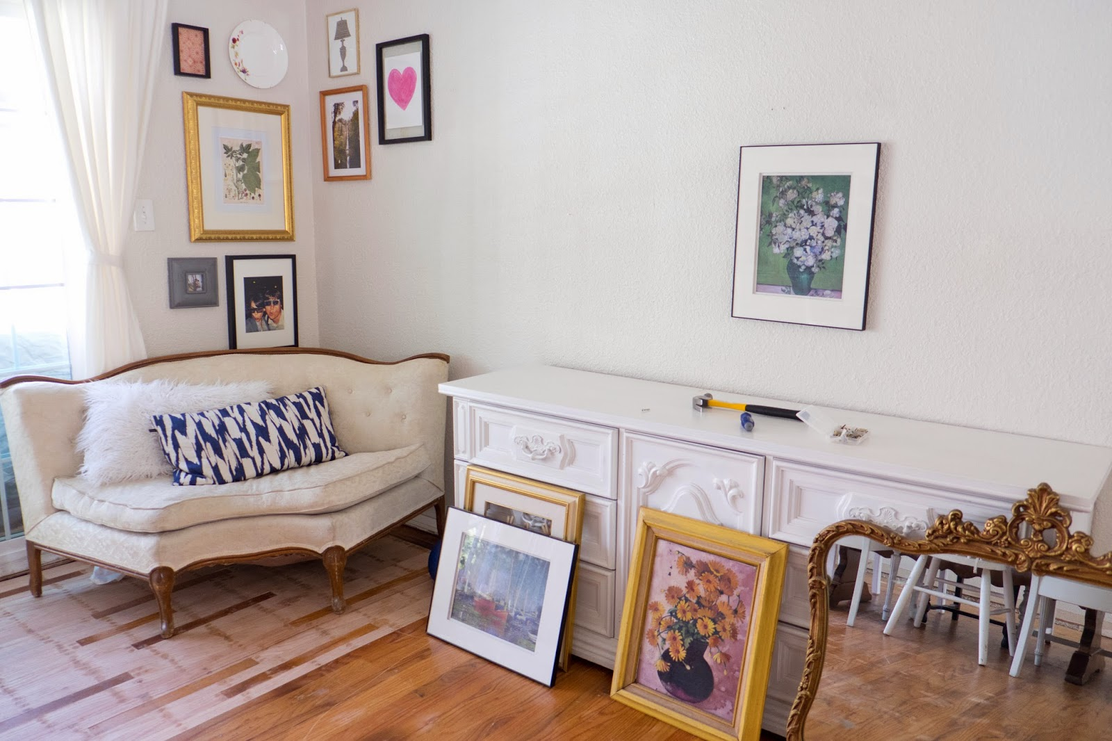 Domestic Fashionista: Long Dining Room Gallery Wall
