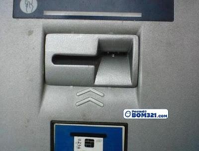 Hati - Hati Ketika Mengeluarkan Duit Di Mesin ATM