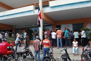 Cedulación provoca largas filas en la Junta Electoral SDE y Centros de Servicios y Legalizaciones