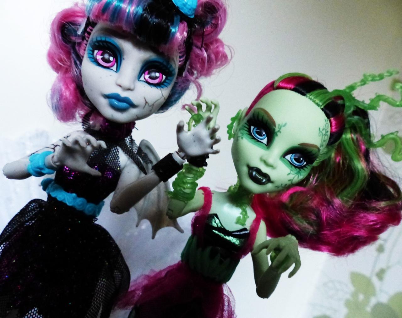 Zombie Shake Venus and Rochelle